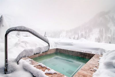ski-chalet-hot-tub-6